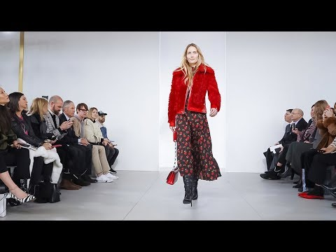 , title : 'Michael Kors | Fall Winter 2018/2019 Full Fashion Show | Exclusive'