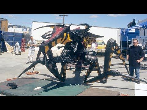 hqdefault - Así es como se crearon los insectos guerreros de la película Starship Troopers
