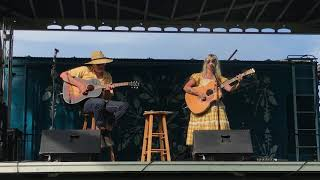 Sierra Ferrell sings Here I Am by Dolly Parton