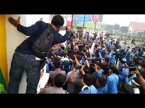 VIDEO: Demo Karhutla di Kantor Gubri Memanas, Mahasiswa UIN dan Aparat Saling Dorong