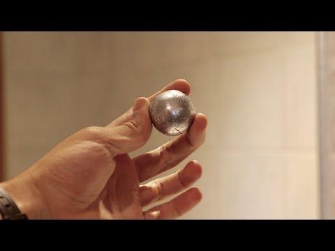 La pallina fatta con foglio di alluminio