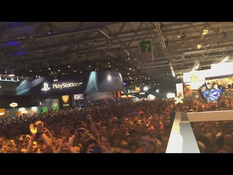 So Many People! Gamescom Day 2 [vlog], Rainbow Six Siege, War Gaming Party.