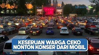Warga Ceko Nonton Konser Musik dari Mobil di Tengah Pandemi Corona