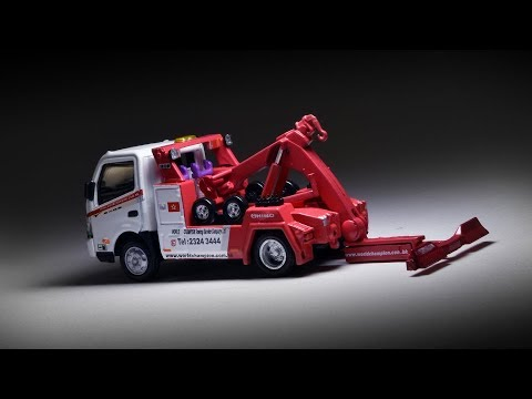 Hot Kustoms Review: Tiny Hino 300 Tow Truck