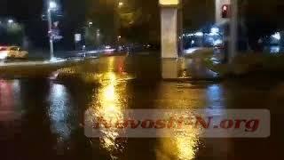 Ливневки не справляются: центр Николаева снова затопило. ВИДЕО