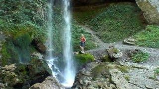 preview picture of video 'Gorges de Kakuetta et passerelle d'Holzarté'