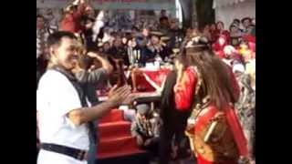 preview picture of video 'Aksi Barongan Dumatu Budoyo Depan Pendopo Kudus'