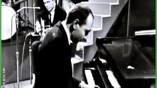 TOM JOBIM & JOE DONATO - SAMBA DE UMA NOTA SÓ / DESAFINADO - STEVE ALLEN SHOW - 1964