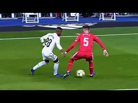 Best Nutmeg/Panna Skills & Tricks 2019 ● Football