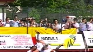 preview picture of video 'Belluno-Bassano 4-1 promozione in serie C/2 03 maggio 2003'