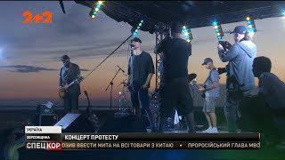 Бумбокс влаштував співочу акцію протесту на кордоні з Кримом