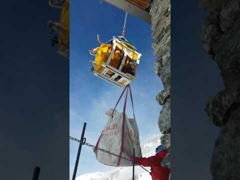 NETTOYAGE DES TOILETTES D'HIVER REFUGE D'ARGENTIERE - SACP Mont-Blanc