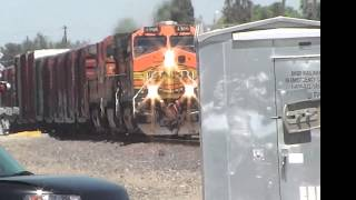 preview picture of video 'BNSF 7291 E and BNSF 4966 E @ Hanford [HD]'
