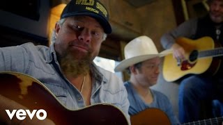 "Willie has some fun on the bus with Toby Keith in Toby's new video ""Wacky Tobaccy"""