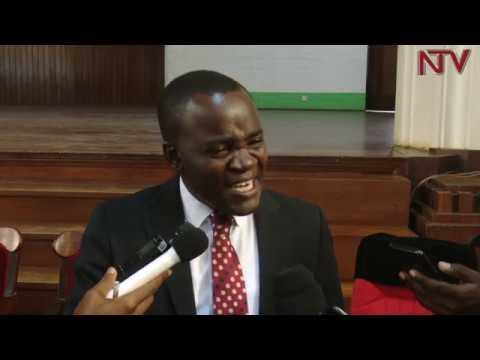 Abasomesa n'abakozi b'e Makerere beekubye bayimirizza akeediimo