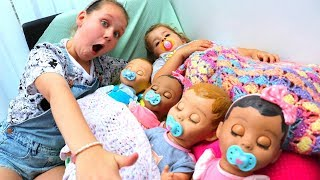 Ruby BABYSITTING Baby Doll Toys! Kids Pretend Play cleaning and feeding night time routine