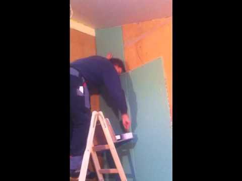 Hilfreiche Ablage auf der Leiter