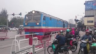 preview picture of video 'Train Hanoi - Ho Chi Minh City SE6'