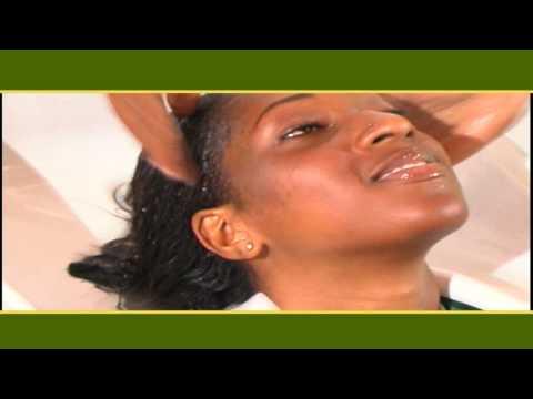 La crème ou longuent du psoriasis sur la personne