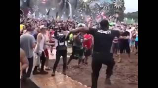 Tomorrowland 2015 - Awesome Security Dancing