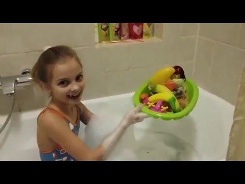 Влог купаюсь в ванне с любимыми игрушками - VLOG bathe in the tub with my favorite toys and have fan