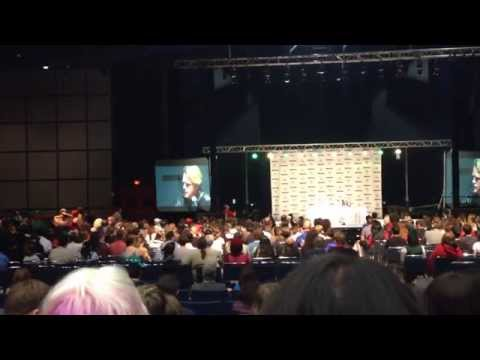 Asking Carey Elwes a Question at Comicpalooza 2014