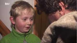 preview picture of video '5. prosinec patřil dětem, městem chodil Mikuláš s andělem a čerty'
