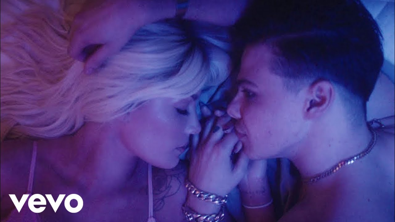 Yungblud & Halsey feat. Travis Barker – 11 Minutes