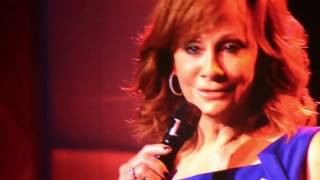 Reba sings 'The Song Remembers When'