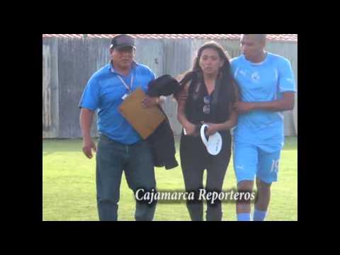 Copa Perú: Periodista es golpeada y arrastrada por hinchas en el estadio de la provincia de Cajabamba