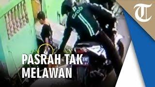 Video Bocah Dijambret Pria Berjaket Ojol saat Kencing di Pinggir Jalan, Pasrah Tak Melawan