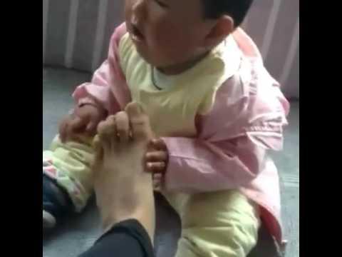 Der Zapfen auf dem Finger die Massage