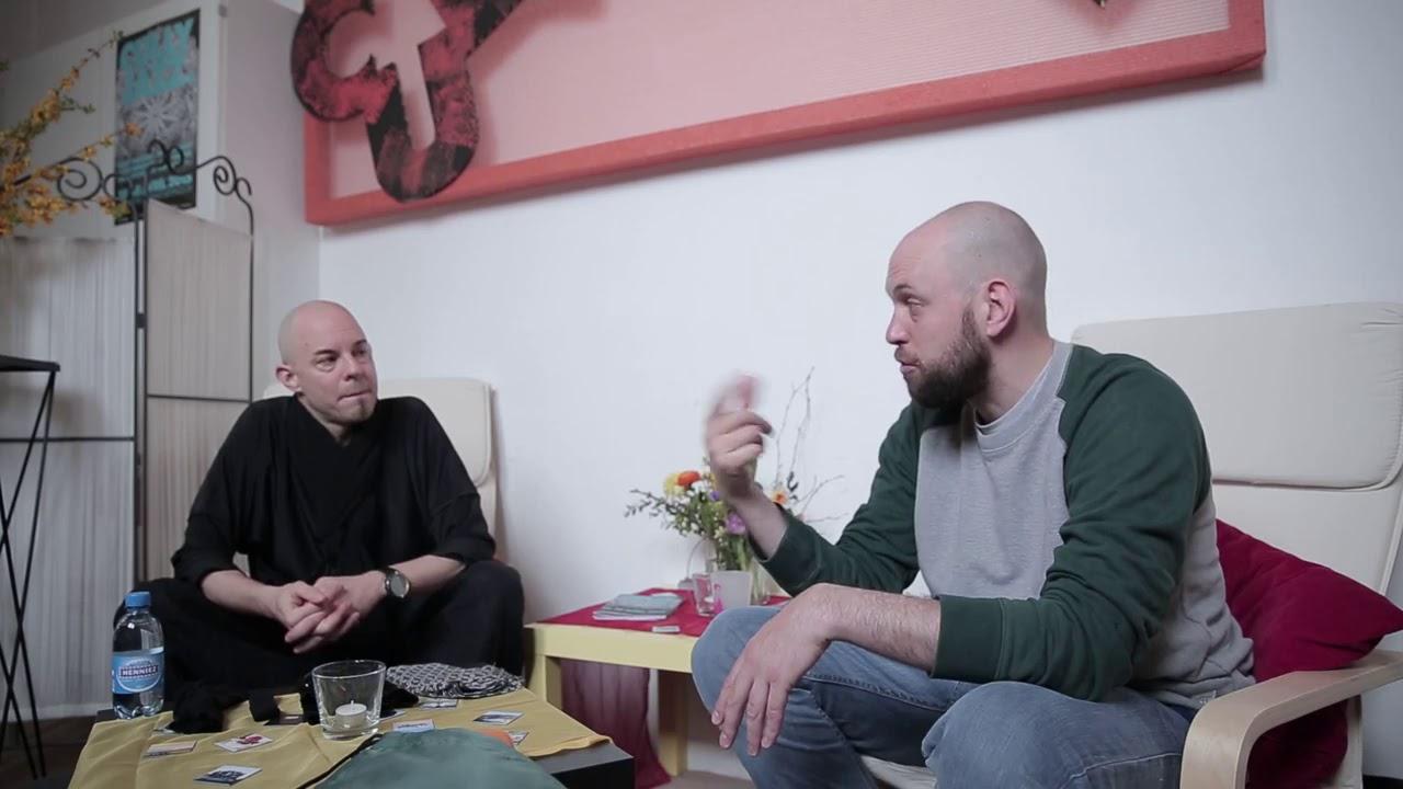 Capture d'écran de la vidéo Nik Bärtsch vide ses poches