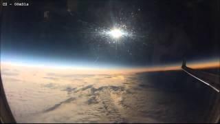 Смотреть онлайн Как выглядит солнечное затмение с самолета