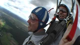preview picture of video 'Gregor´s Fallschiermsprung vom 08.06.12 in Lachen-Speyerdorf'