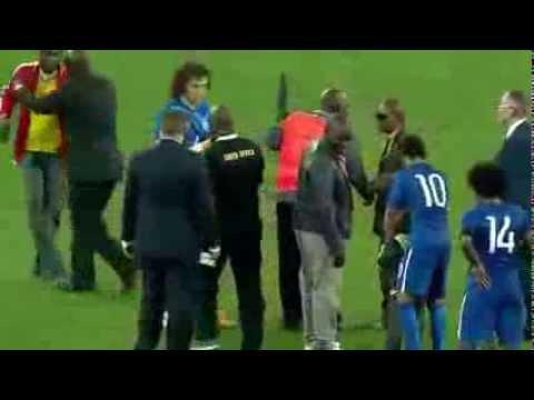 Invasione di campo per abbracciare Neymar