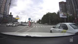 Новосибирск, мгновенная карма: водитель проехал на красный свет