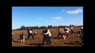 Драка фанатов на поляне / Fight fans in the meadow
