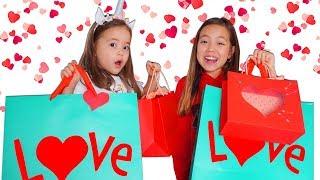 Обмен ПОДАРКАМИ ко Дню Святого Валентина! У кого подарки круче?