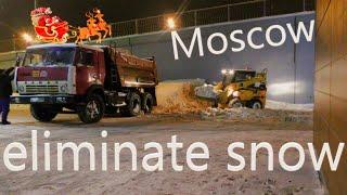 вывозим снег на КамаЗе Москва 2019. (Трактор в фокусе)