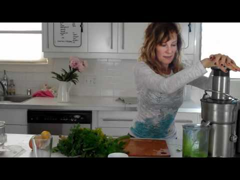 Video JUICE BEET GREENS | dara dubinet