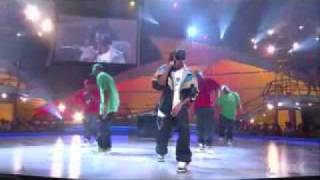 Chris Brown Gimme That Live