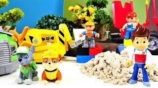 Die Paw Patrol hilft auf der Baustelle. Spielzeug Video für Kinder.