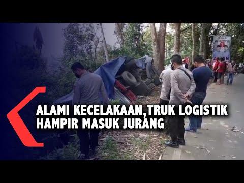 alami kecelakaan truk logistik hampir masuk jurang