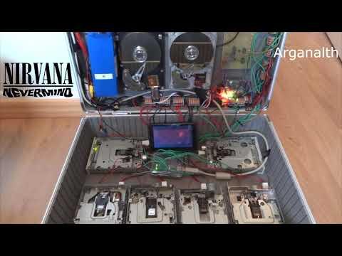 Smells Like Teen Spirit de Nirvana tocado por discos duros y disqueteras