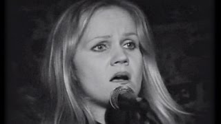 YouTube video E-card Restored footage of Eva Cassidy performing Over The Rainbow The performance took place at the