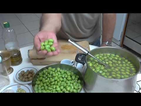 Ελιές τσακιστές, by Chef Andros