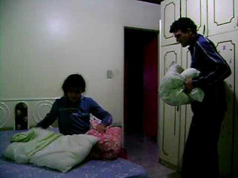 pai e filha lutando