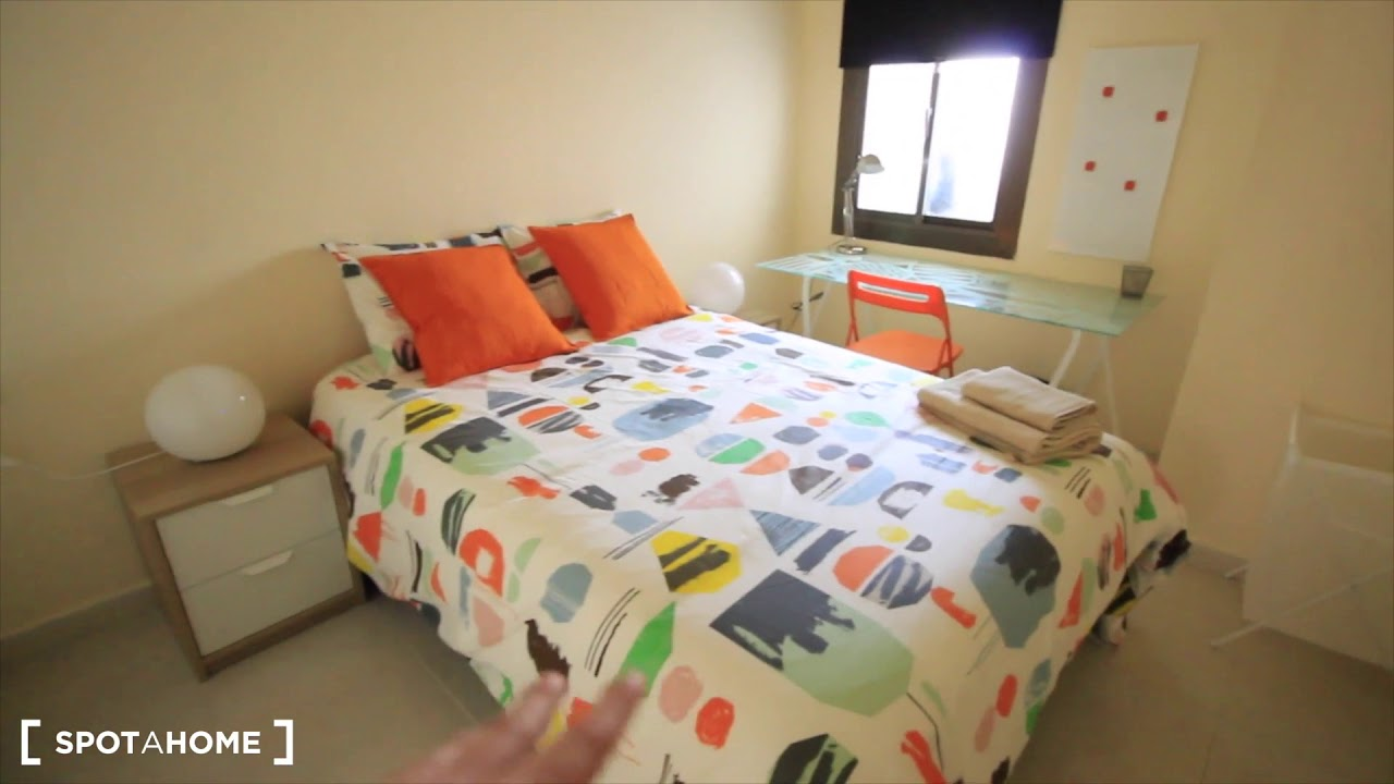 Rooms for rent in apartment with AC near university of Barcelona in Eixample Esquerra
