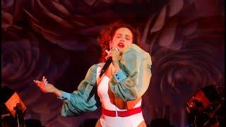 Rosalía Ft. Ozuna – Yo X Ti Tu X Mi (El Mal Querer Tour   Live In Paris)